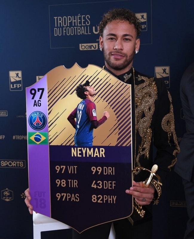 Neymar POTY con la sua carta FUT