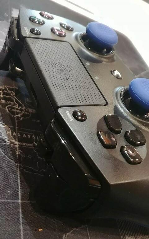 I pulsanti frontali del controller PS4 Razer Raijiu