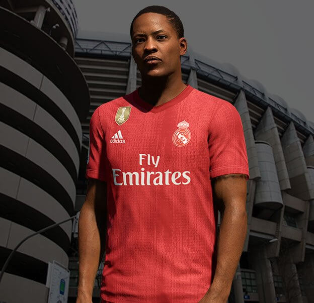 Alex Hunter con la maglia numero 29 rossa del Real Madrid