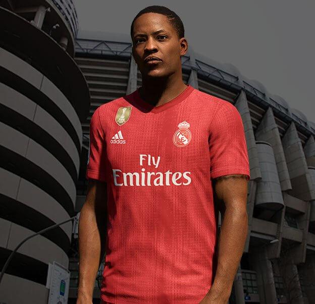 Alex Hunter con la maglia numero 29 rossa del Real Madrid