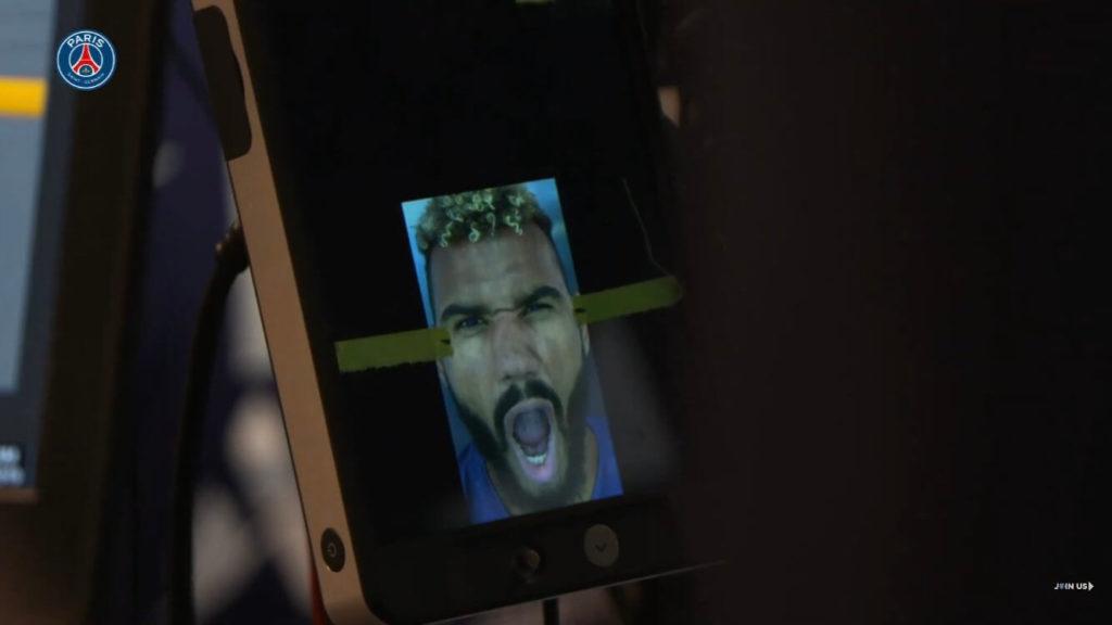 Choupo-Moting del PSG durante il face scan per FIFA 20