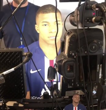 Mbappe del PSG durante il face scan per FIFA 20
